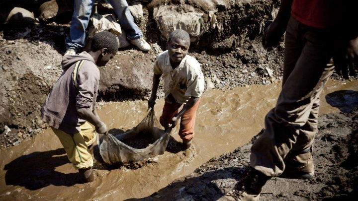 Children at work in DRC cobalt mine - AFP